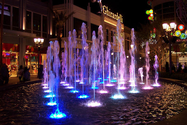 Fountain at the Linq